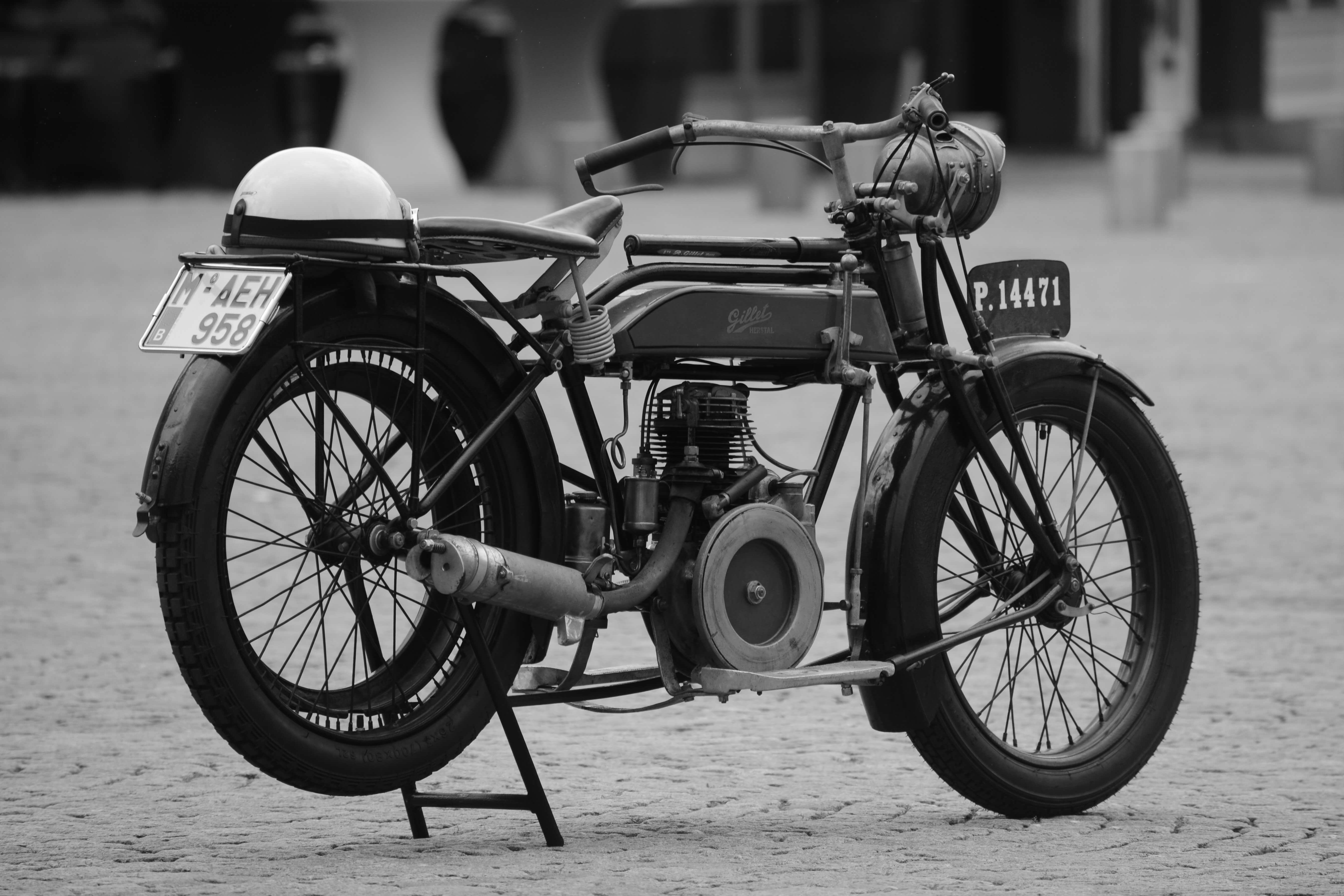 moped-1489854-1-1.jpg